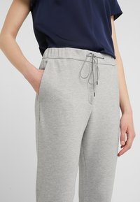 HUGO - HOLANI - Pantaloni sportivi - medium grey - 4