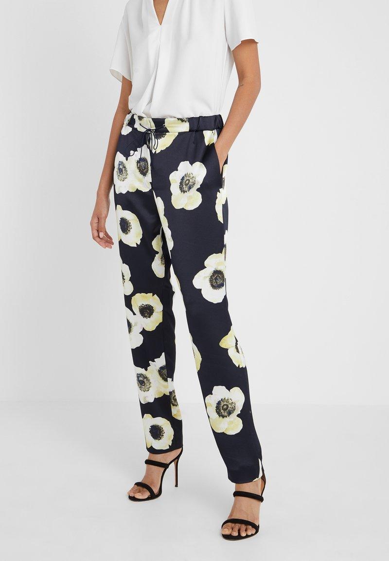 HUGO - HOLANI - Spodnie materiałowe - dark blue/off-white/light yellow