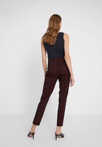 HUGO - HANETTE - Spodnie materiałowe - open red - 2