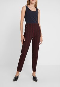 HUGO - HANETTE - Spodnie materiałowe - open red - 0