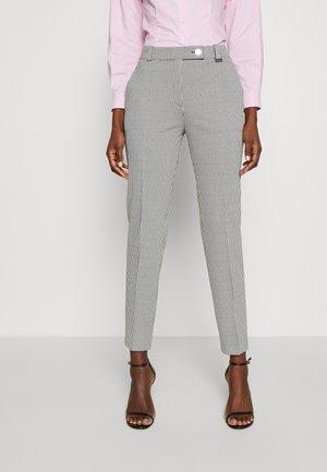 HASARI - Pantaloni - white/black