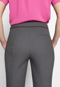 HUGO - THE CROPPED TROUSERS - Pantaloni - black - 6