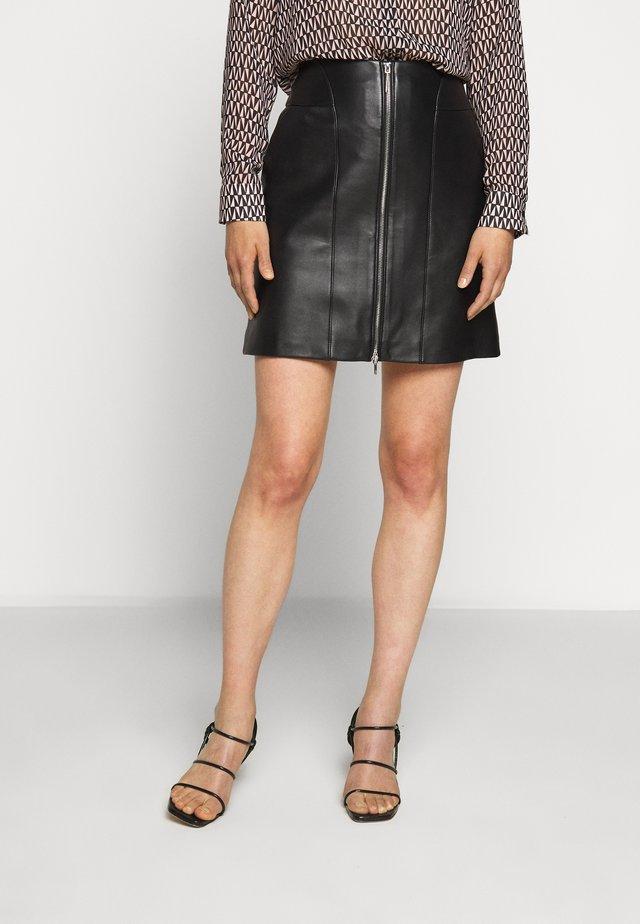 LAVIAS - Falda de cuero - black