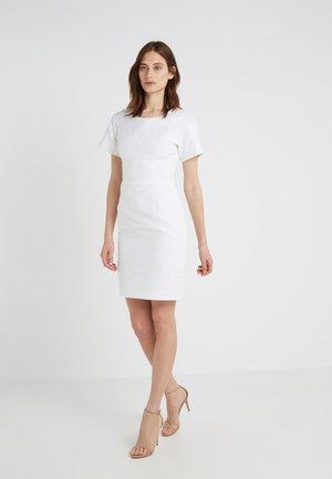KAJESSI - Pouzdrové šaty - white
