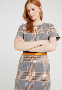HUGO - KONI - Sukienka etui - dark blue/orange - 3