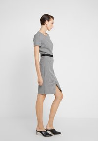 HUGO - KADIA - Pouzdrové šaty - natural - 0