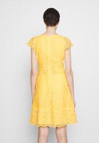 HUGO - KIRALIS - Juhlamekko - light pastel yellow - 2