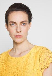 HUGO - KIRALIS - Juhlamekko - light pastel yellow - 4