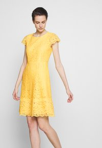 HUGO - KIRALIS - Juhlamekko - light pastel yellow - 5
