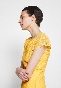 HUGO - KIRALIS - Juhlamekko - light pastel yellow - 3