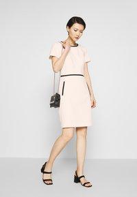 HUGO - KIDANI - Pouzdrové šaty - natural - 1