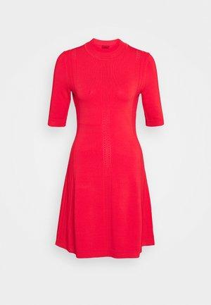 SHATHA - Gebreide jurk - bright red
