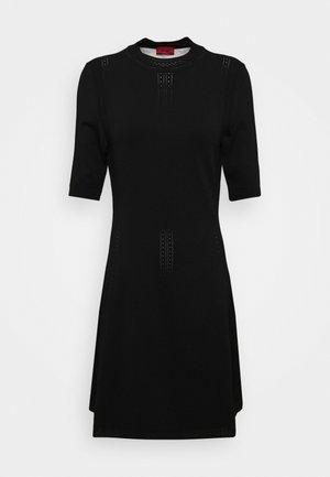 SHATHA - Gebreide jurk - black