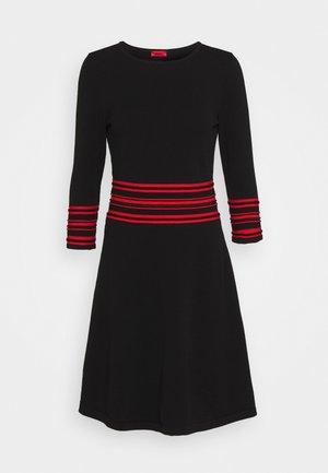 SANDREYYA - Gebreide jurk - black