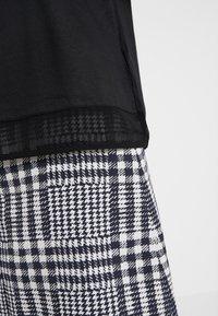 HUGO - DIKERI - T-shirt print - black - 3