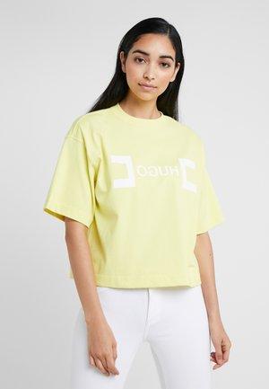 DUFIA - T-shirt z nadrukiem - light/pastel yellow