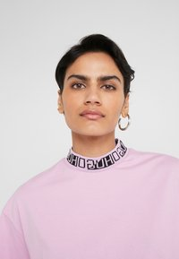 HUGO - DORENE - Camiseta estampada - light/pastel purple - 3