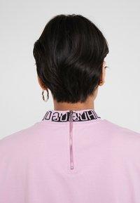 HUGO - DORENE - Camiseta estampada - light/pastel purple - 5