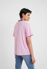 HUGO - DORENE - Camiseta estampada - light/pastel purple - 2