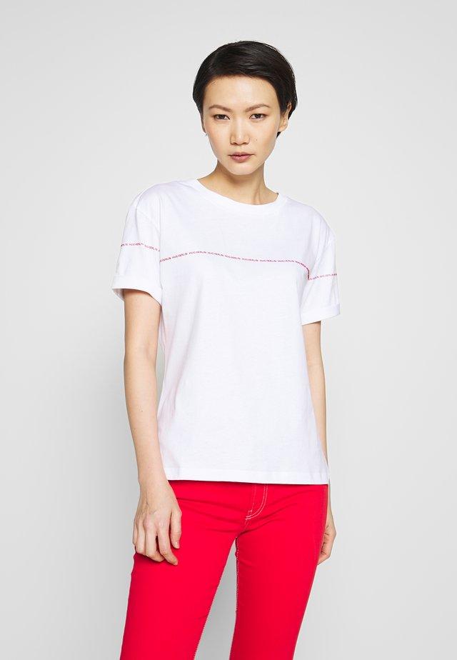 DATINA - T-shirt imprimé - white