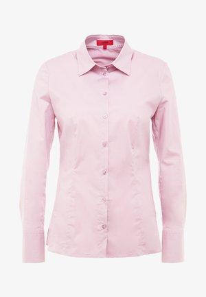 ETRIXE - Skjorte - dark pink