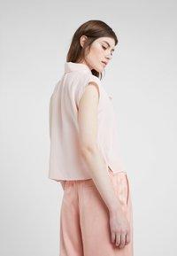 HUGO - ESALIS - Bluzka - open pink - 2
