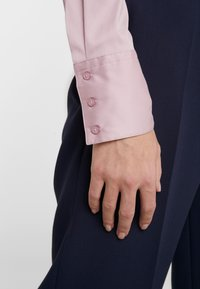 HUGO - THE FITTED - Button-down blouse - dark pink - 3