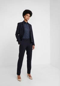 HUGO - THE FITTED - Button-down blouse - navy - 1
