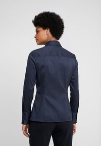 HUGO - THE FITTED - Button-down blouse - navy - 2