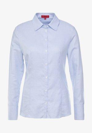 THE FITTED SHIRT - Koszula - light pastel blue