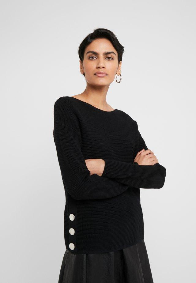 SELPHIE - Stickad tröja - black