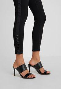 HUGO - LOU - Jeans Skinny - black - 4