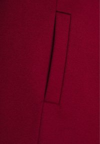 HUGO - MILORA - Mantel - open red - 2