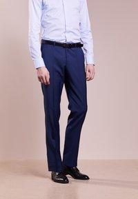 HUGO - SIMMONS - Oblekové kalhoty - medium blue - 0