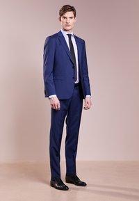 HUGO - SIMMONS - Oblekové kalhoty - medium blue - 1