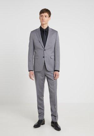 ASTIAN HETS - Completo - medium grey