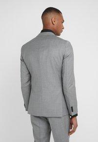 HUGO - AUGUST HIGGINS - Oblek - open grey - 3