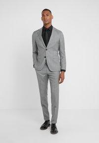 HUGO - AUGUST HIGGINS - Oblek - open grey - 0