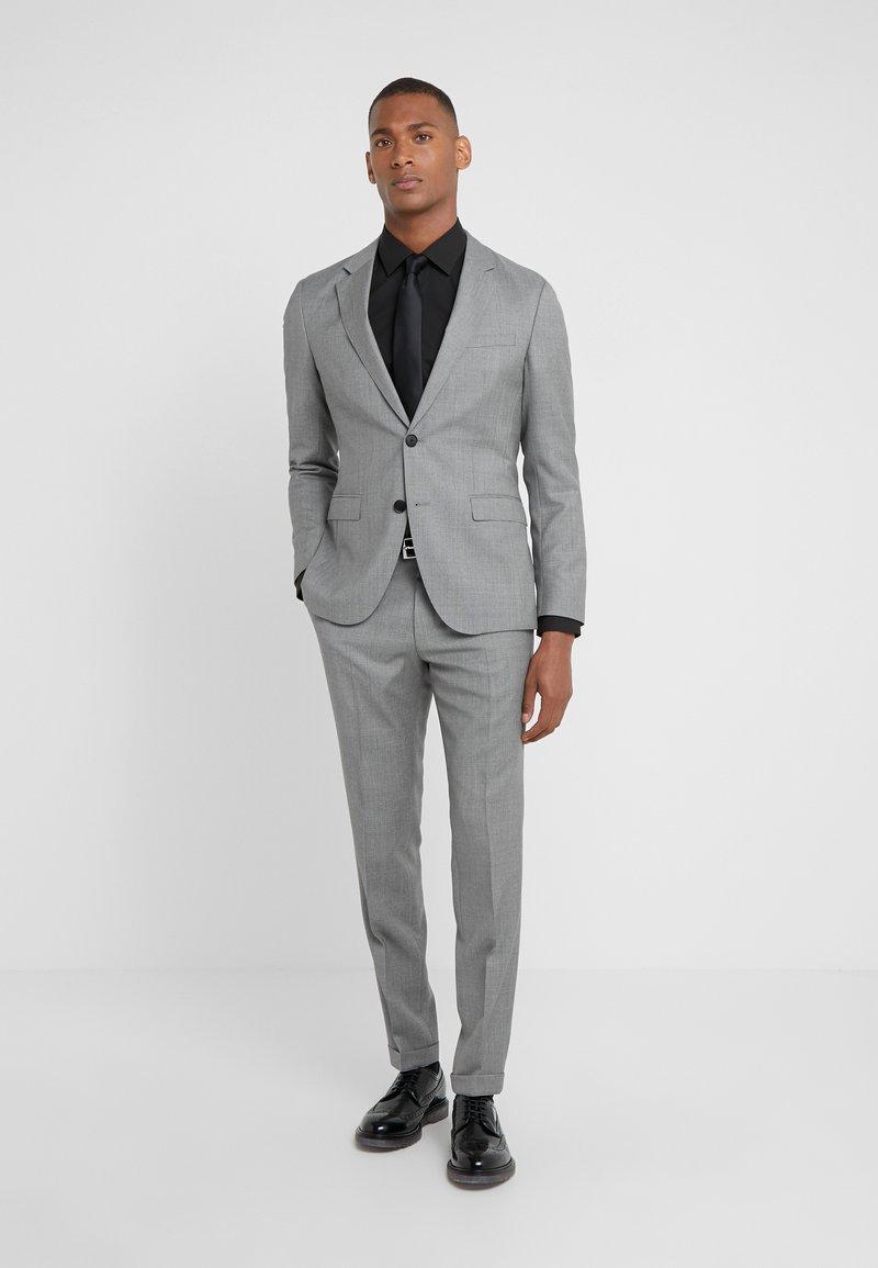HUGO - AUGUST HIGGINS - Oblek - open grey