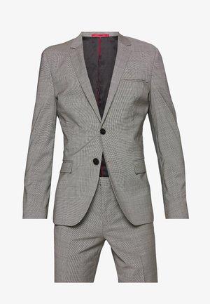 ARTI/HESTEN - Costume - open grey