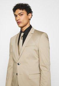 HUGO - ADD ON ASTIAN/HETS - Kostym - medium beige - 9
