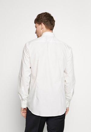 JENNO SLIM FIT - Formal shirt - natural