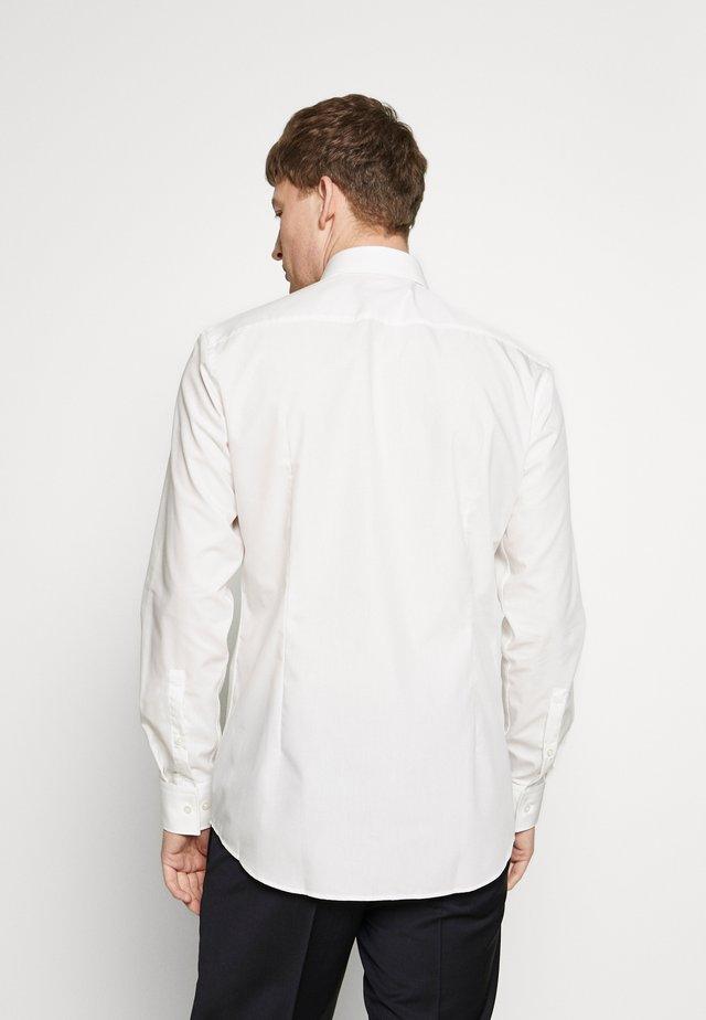 JENNO SLIM FIT - Zakelijk overhemd - natural