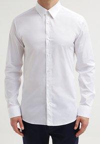 HUGO - ELISHA EXTRA SLIM FIT - Koszula biznesowa - open white - 4