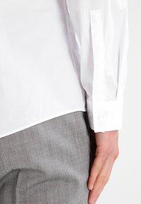 HUGO - ERONDO EXTRA SLIM FIT - Camicia elegante - open white - 4
