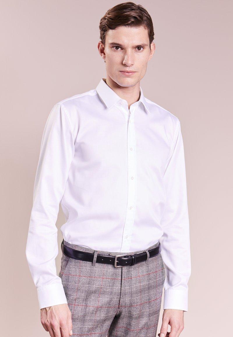 HUGO - ELISHA SLIM FIT - Formální košile - white