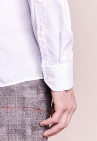 HUGO - ELISHA SLIM FIT - Formální košile - white - 4