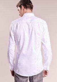 HUGO - ELISHA SLIM FIT - Formální košile - white - 2