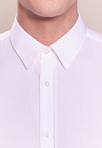 HUGO - ELISHA - Koszula biznesowa - white - 3
