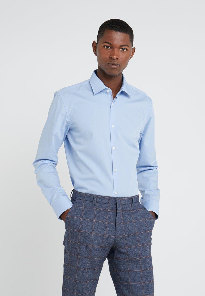 HUGO - KOEY SLIM FIT - Camisa elegante - light pastel blue